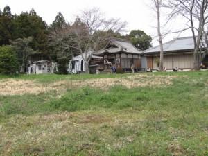 田宮寺を望む