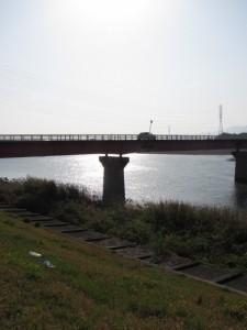 宮川左岸から豊浜大橋を望む