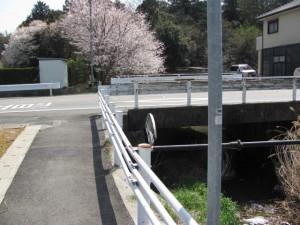 ミマス(株)側から県道13号線へ