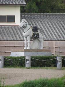 飾り馬の像(金屋河川敷公園)
