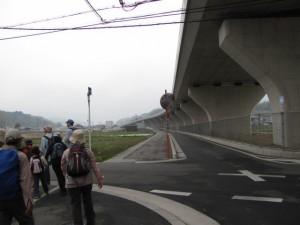 玉列神社へ向かう途中、中和幹線の下