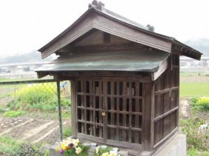 玉列神社付近の祠