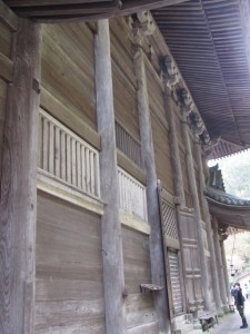 本堂の裏(長谷寺)