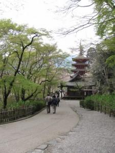五重塔へ(長谷寺)