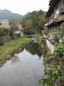 長谷山口坐神社の太鼓橋を望む