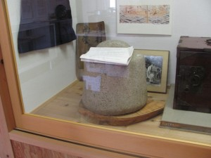 石の分銅(みなとまち館)