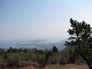朝熊ヶ岳山頂から伊勢湾を望む
