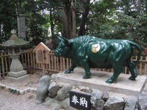 撫で牛(高羽江天神社)