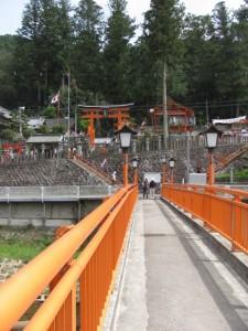 宮橋からの墨坂神社全景