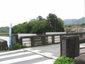五十鈴橋と大土御祖神社の社叢