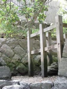 虎石と鏡宮神社