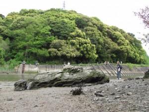 虎石付近から朝熊神社を望む