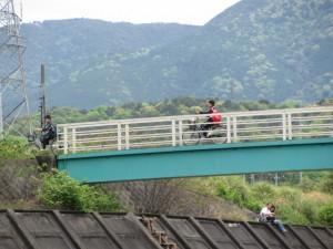虎石付近から朝熊橋を望む