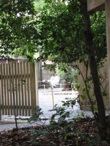 忌火屋殿の前庭(外宮)