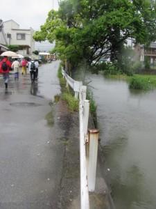 田尻町交差点から勢田川へ