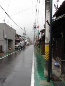 旧細川邸「やなせ宿」の前の通り