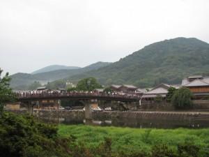 五十鈴川右岸から新橋を望む