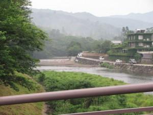 新橋から五十鈴川上流を望む