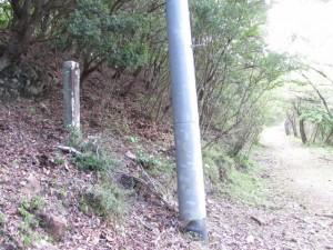 十六町角柱町石(U10) - 宇治岳道