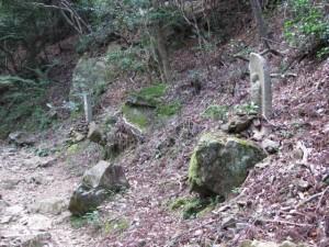 十九町角柱町石付近 - 朝熊岳道