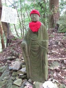 十九丁地蔵町石隣の石仏 - 朝熊岳道
