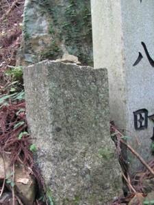 十八町角柱町石(?) - 朝熊岳道