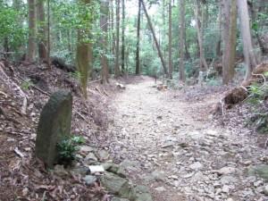 十三丁地蔵町石(A32)付近 - 朝熊岳道