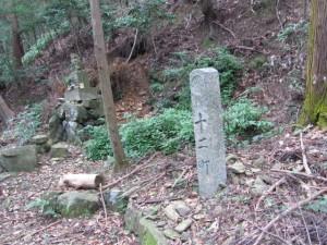 十二町角柱町石(A30)付近 - 朝熊岳道