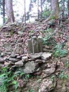 十一丁地蔵町石付近の石仏(A28)- 朝熊岳道