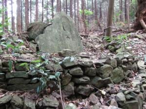 十町角柱町石手前の石仏(A23) - 朝熊岳道