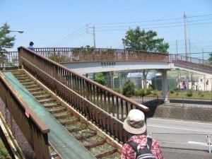 歩道橋(伊勢学園高校前)