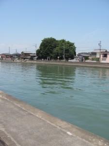 勢田川と牟山中臣神社