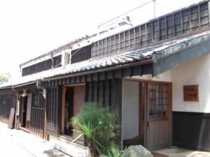 二軒茶屋・川の駅(まちかど博物館「かどや民具館」併設)