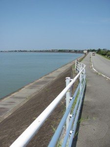 御塩浜へ(五十鈴川右岸)