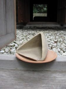 御塩焼固に利用される三角錐の土器