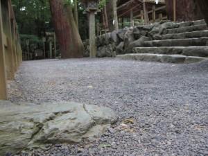寝地蔵石と多賀宮(外宮)