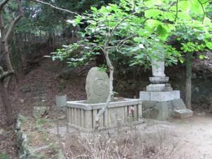 下里信重墓碑