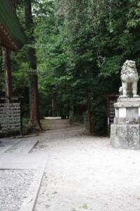 本居神社への参道(松阪神社拝殿横)