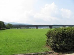 宮川右岸、度会橋から下流へ最初の堤跡?近くからの風景