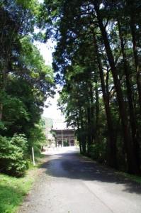 正福寺の大門へ - 青峰道(磯部道)