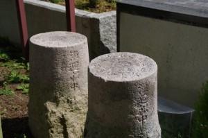 大的矢、小的矢の方位石(磯部郷土資料館)