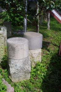 小的矢と大的矢の方位石(磯部郷土資料館)