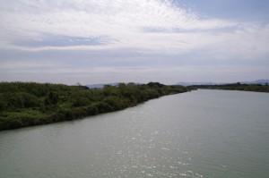 魚見橋から櫛田川の上流を望む