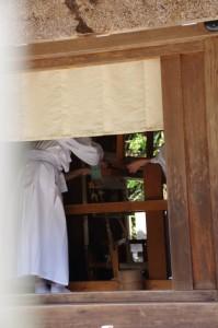 神御衣奉織作業-八尋殿(神服織機殿神社)