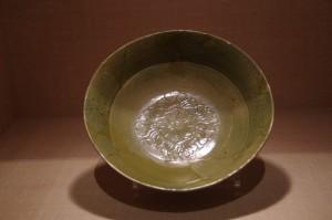 緑釉陶器 陰刻花文稜椀(斎宮跡 平安時代)