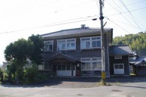 津市白山郷土資料館近くの建物