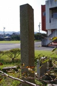 道標(二見公民館横)