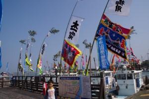太一御用船の出港準備(神社港)