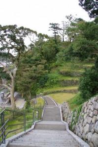 鳥羽城三ノ丸広場への階段(下り)