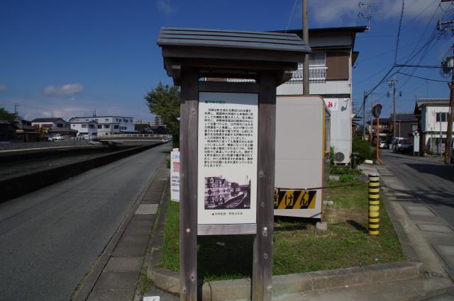 道標(D18)、伊勢市の石造遺物への分岐